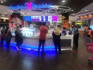 baskin robbins long queue at AEON Shah Alam